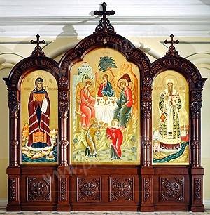 Церковные киоты: Большой тройной резной киот